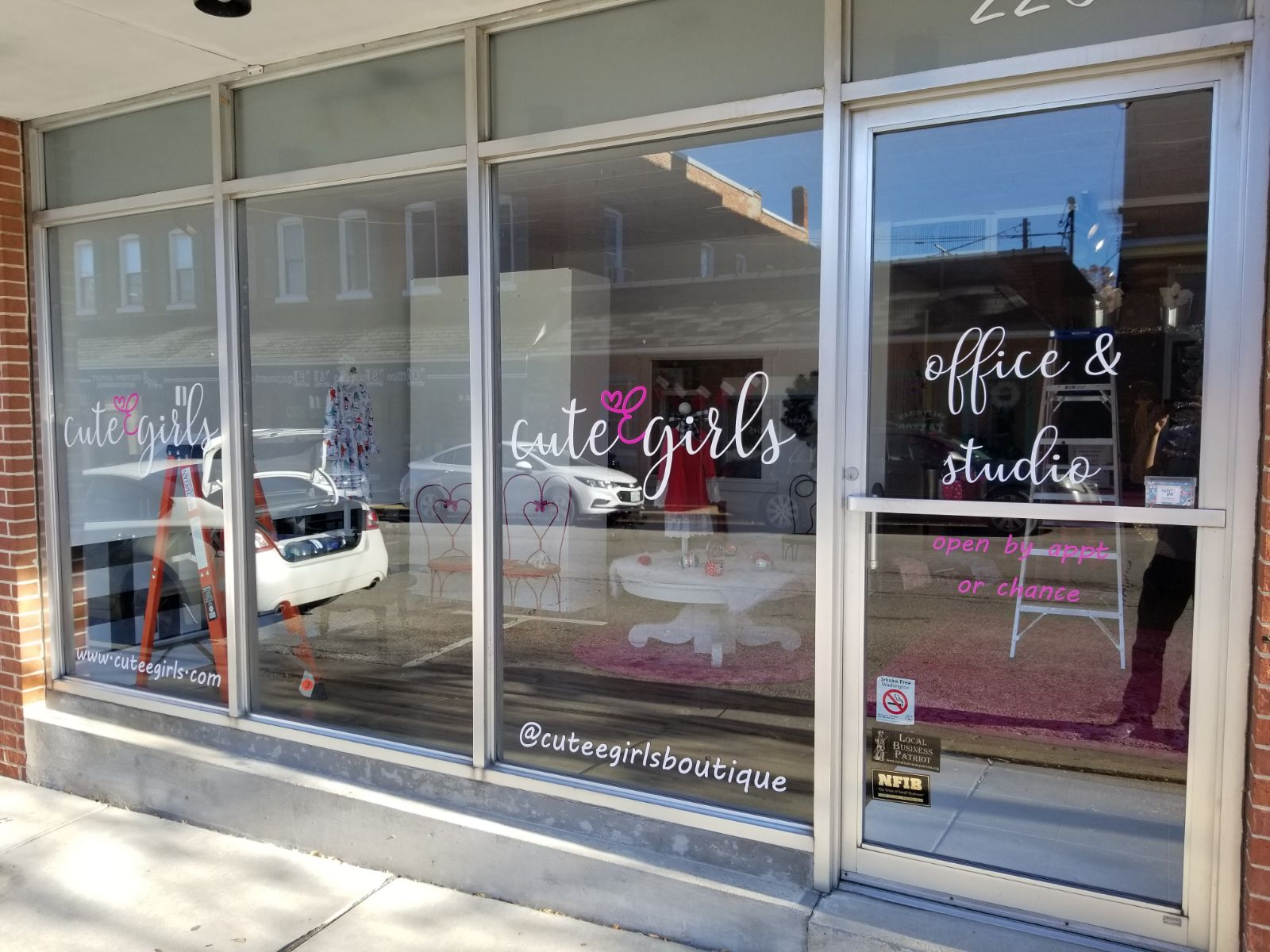 CuteE Girls Boutique Storefront Graphics